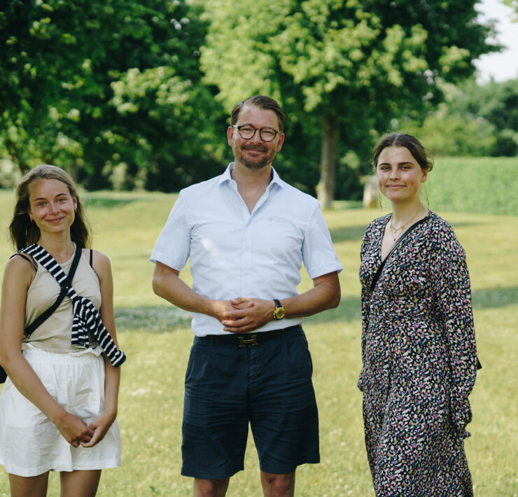 Julie Bjerre, Kezia Wexøe-Mikkelsen and Eric Thürmer in green park